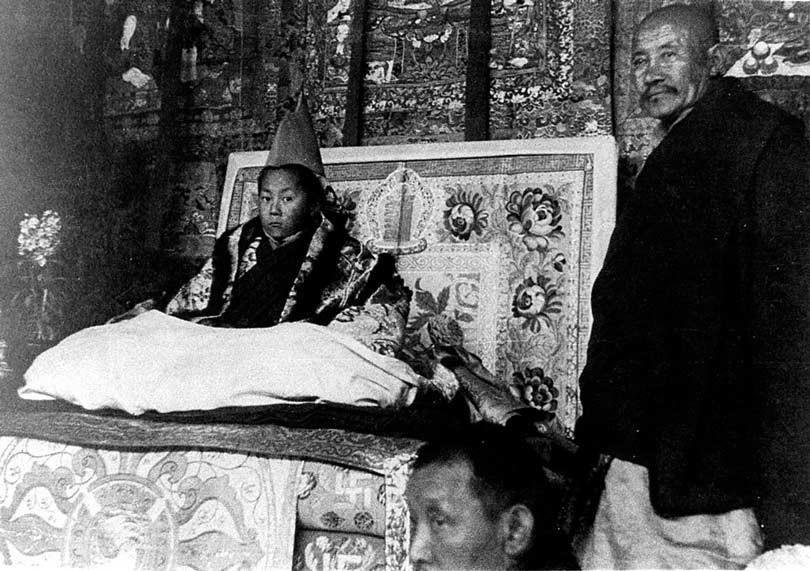 Entronizacion-Dalai-Lama-22-febrero-1940
