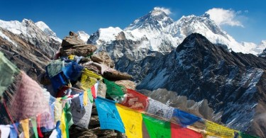 tibet-prayer-flags-everest_ATC