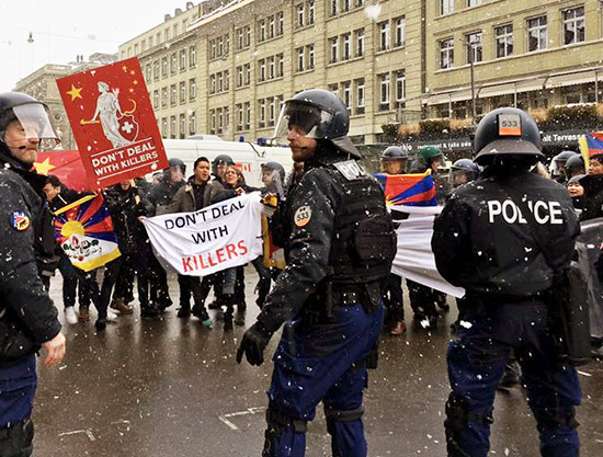 protesta_Suiza_tibet_Xi_jinping_tibetanos_manifestantes