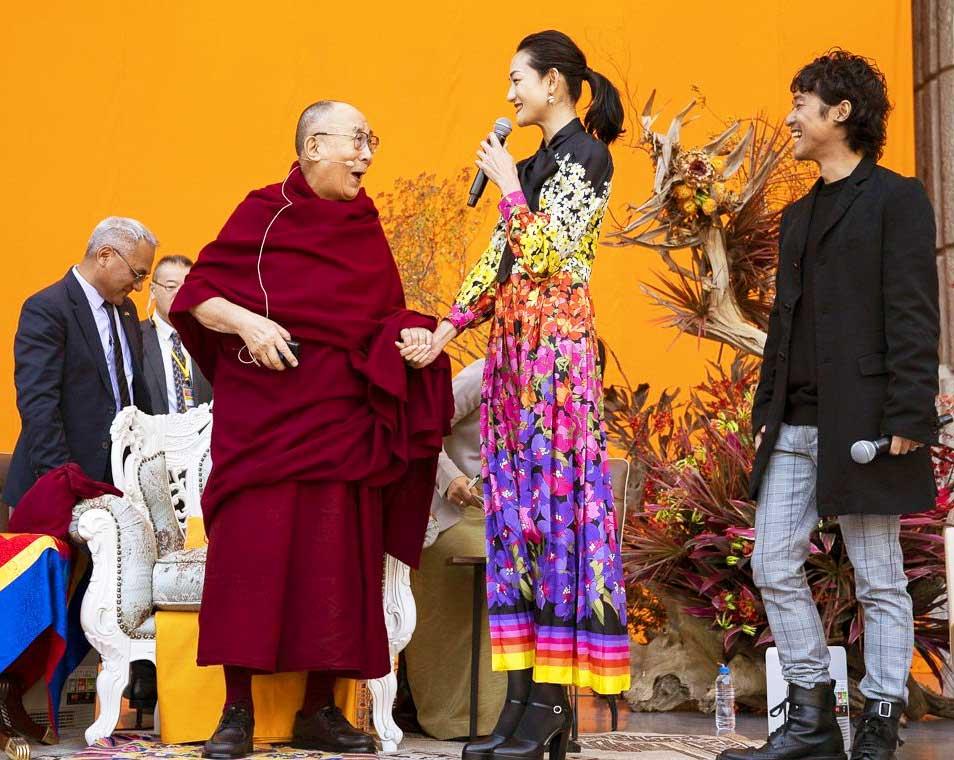 recibimiento-charla-en-japon-Dalai-Lama_web