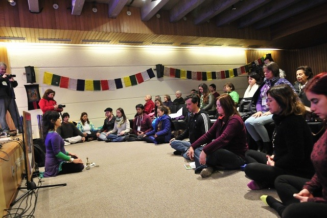Meditacion en Celebracion 80Cumpleanos Dalai Lama por Amigos del Tibet Chile