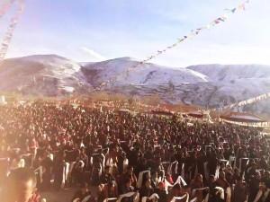 Tibetanos_oran_por_salud_dalai_lama
