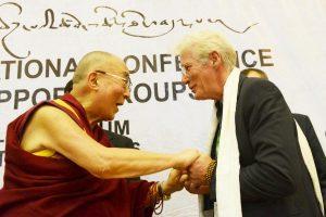 dalai-lama-saluda-a-richard-gere-conferencia-grupos-de-apoyo-al-tibet-bruselas